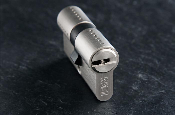 Los cilindros de la Serie WX de IFAM incorporan una tarjeta de propiedad para el control de las copias de llave por parte del usuario.